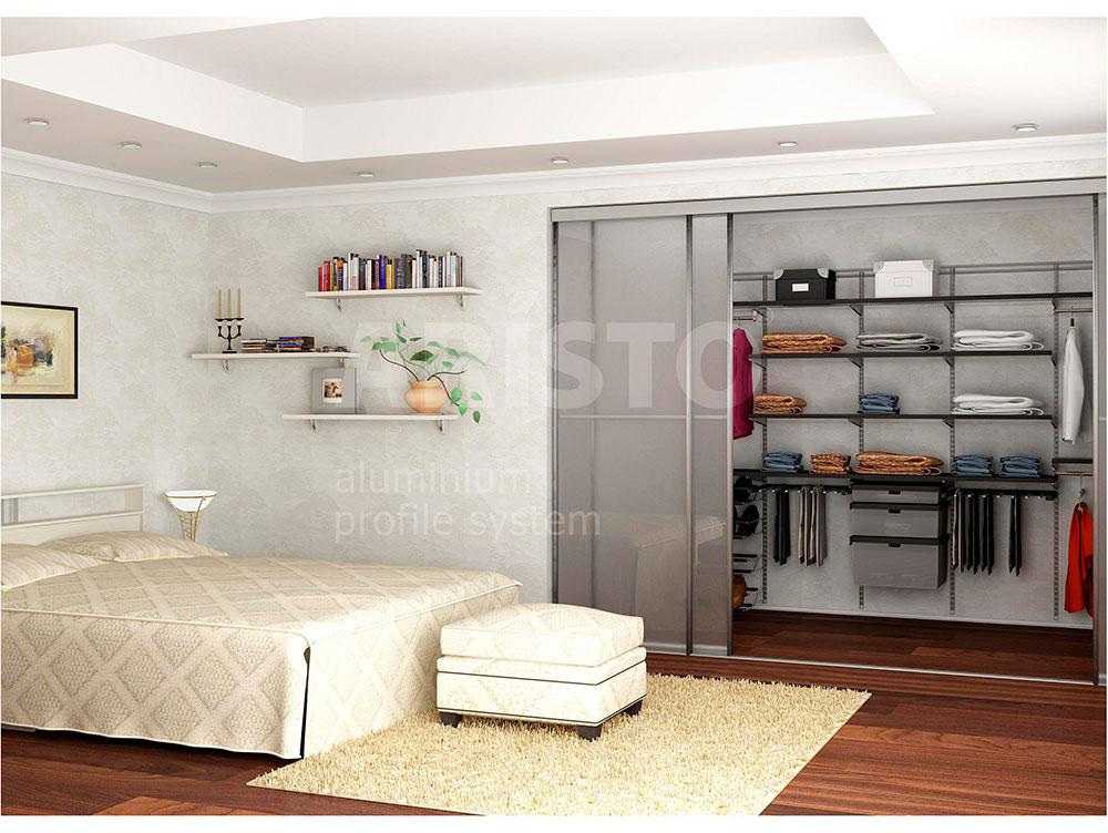 Гардеробная в спальне, двери-купе полупрозрачное стекло, профиль ARISTO
